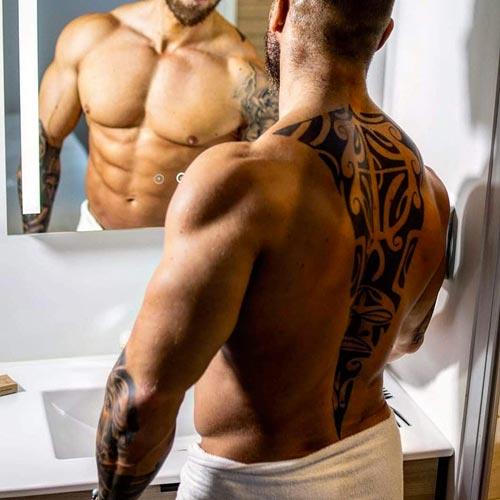 Dos musclé tatoué
